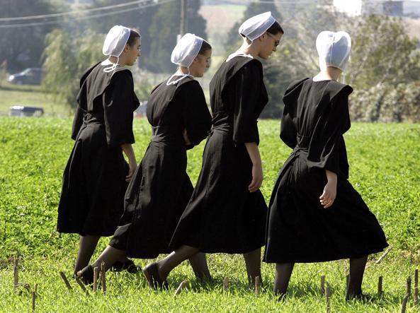Ragazze appartenenti alla comunità Amish (Foto Ap)