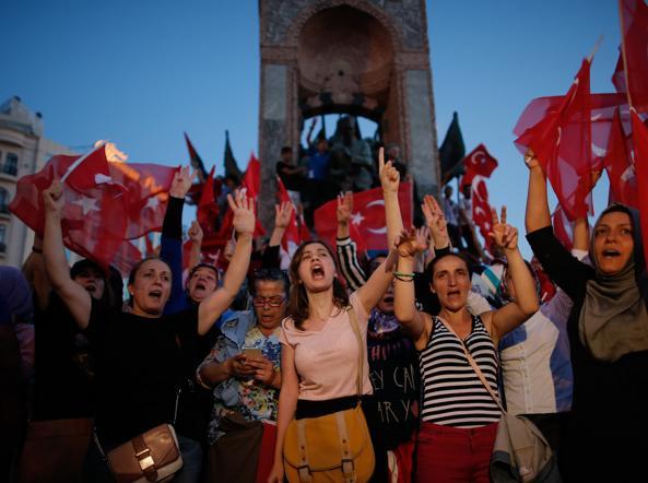 Golpe Turchia fallito la festa per le strade di Istanbul