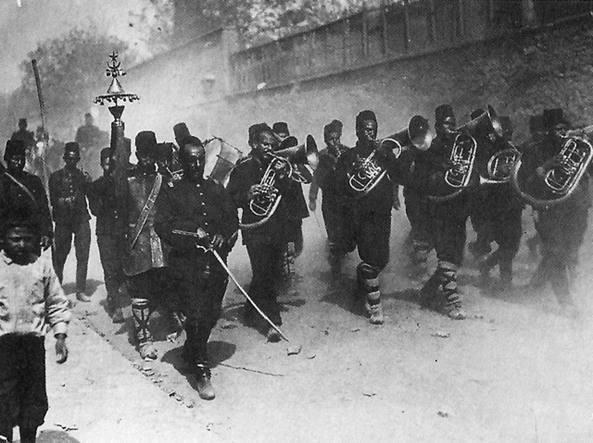 Alcuni esponenti del movimento dei Giovani Turchi fotografati nel 1909