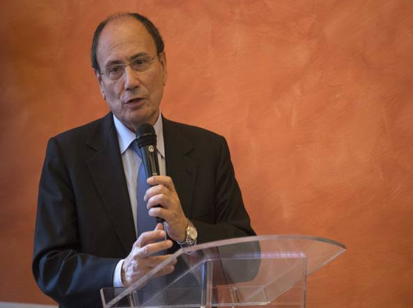 Renato Schifani si dimette da capogruppo. Centristi in viaggio…