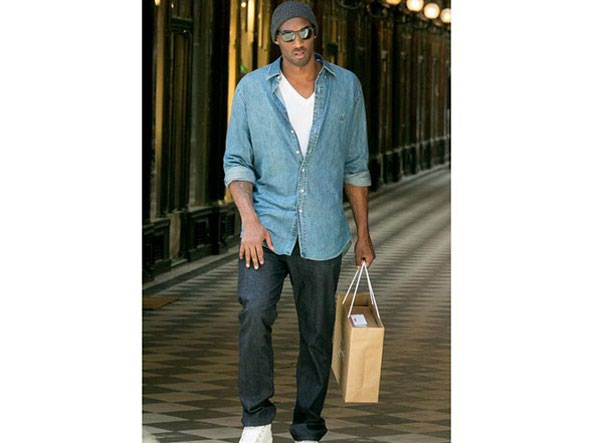 Kobe bryant arriva a milano lo stile senza mezze misure for Stilista francese famoso