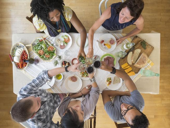 Nel piatto tutto: la dieta varia difende anche il cervello dall'invecchiamento