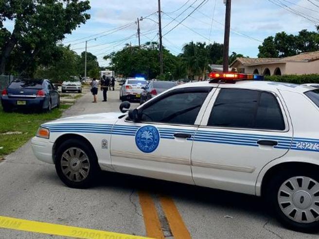 Usa, sparatoria a Miami: almeno un morto.Ferito bimbo di 7  anni