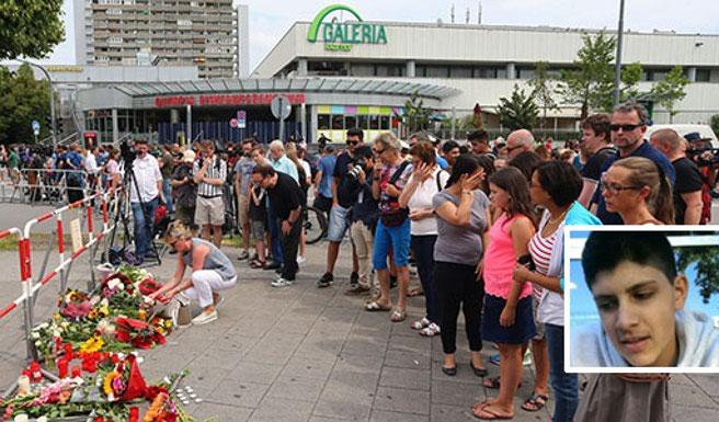 La gente porta fiori sul luogo della strage. Nel riquadro il killer