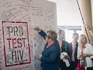 Aids, nuove terapie in attesa del vaccino. Msf: «Prezzi farmaci alti»