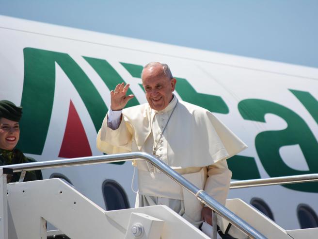 Il Papa: «Il mondo è in guerraMa sono gli altri a volerlanon le religioni, che vogliono la pace»