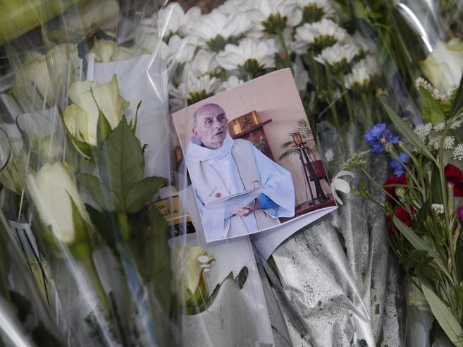 Jeanine, 86 anni: «Erano indemoniati, padre Jacques ci guardava immobile»
