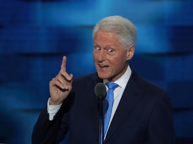 Clinton nella storia,  prima donna candidata alla Casa BiancaI vip sul palco|La serata buonista
