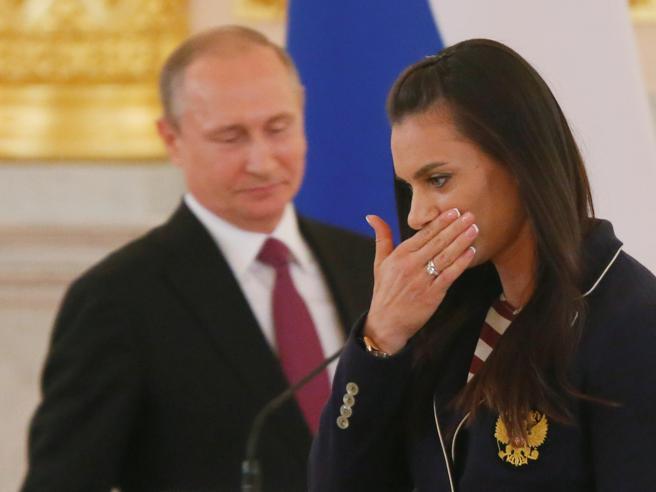Olimpiadi di Rio 2016, doping Il pianto di Isinbayeva lancia i Giochi puliti e arrabbiati di Putin