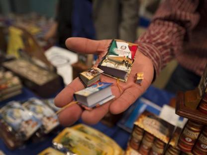 Libri in miniatura al Salone di Torino (Foto LaPresse/ Federico Tardito)