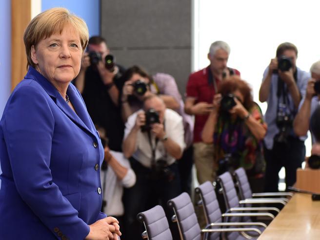 Merkel sui rifugiati: «La paura non può guidare la  politica»Angela,  durezza e lucidità