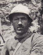 Enrico Toti (1882-1916), caduto in combattimento sul Carso nei pressi di Monfalcone, fu insignito della medaglia d'oro