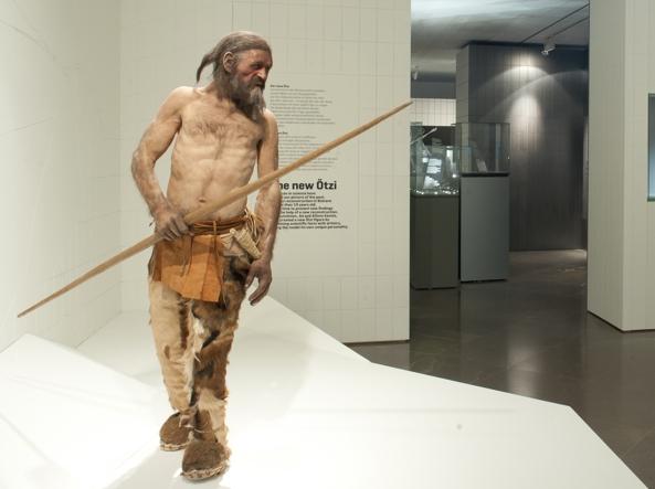 La ricostruzione di Ötzi proposta dalla mostra «Heavy Metal»  al Museo Archeologico dell'Alto Adige a Bolzano