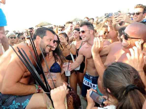 Matteo Salvini alla discoteca Papeete (Cavicchi)