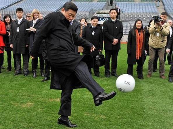 Il presidente cinese Xi Jinping, grande appassionato di calcio (Ap)