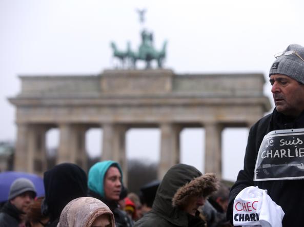Divieti e risse sul «bikini islamico» Valls: contrario ai valori della Francia 4305.0.996154480-khKE-U43210874924024BRE-593x443@Corriere-Web-Sezioni