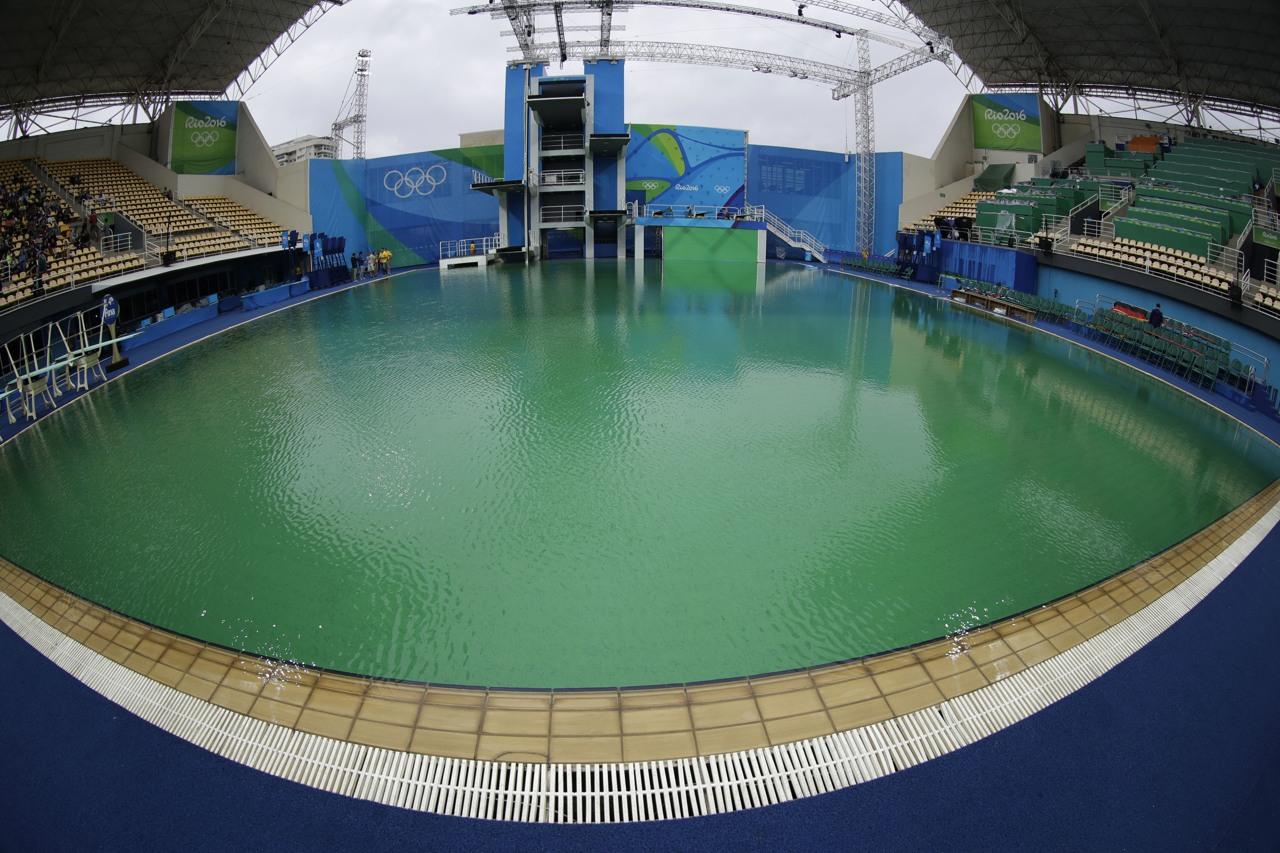 Olimpiadi di rio 2016 risolto il mistero della piscina diventata verde un errore degli addetti - Piscina olimpiadi ...