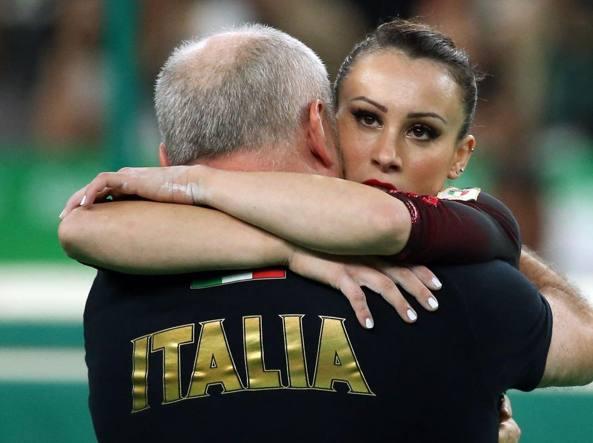 Abbraccio Vanessa Ferrari e il c.t. Casella (Reuters/Sprich)