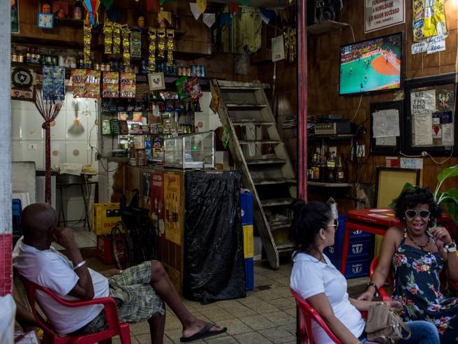 Il gol vissuto nella favela«Ma qui la gente si senteesclusa dall'Olimpiade»