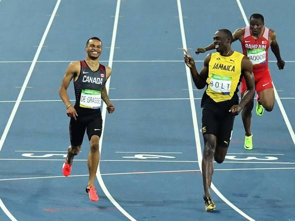 Bolt «sfotte» il rivale de Grasse che ha provato a superarlo (Afp/Samad)