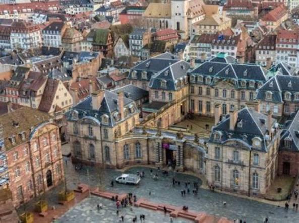 Francia. Ebreo accoltellato a Strasburgo: attentatore urlava