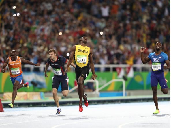 Usain Bolt vince i 200 metri a Rio de Janeiro: è il terzo oro olimpico di fila (Getty)