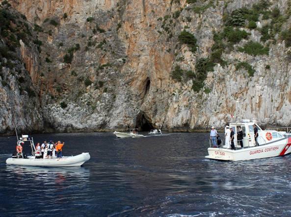 Palinuro, tre sub intrappolati in una grotta