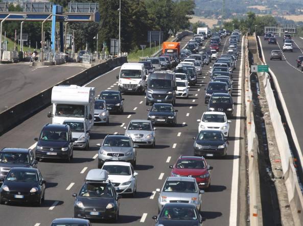 Traffico, weekend da bollino rosso: code in tutta Italia