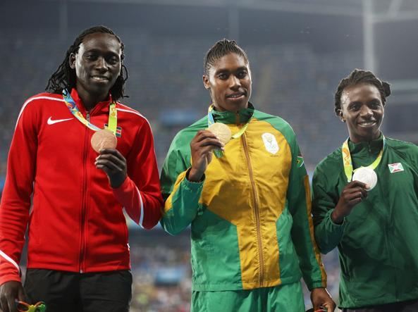 Il podio olimpico degli 800 m donne: da sinistra a destra il bronzo Wambuy, la Semenya e l'argento Niyonsaba (Getty)