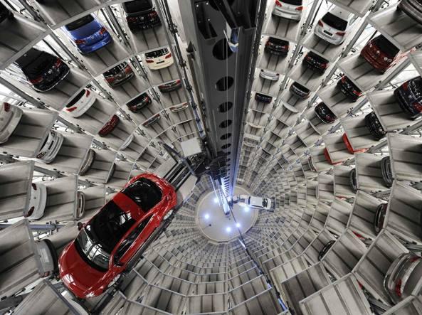 Volkswagen, interrotta produzione Golf: problemi con fornitori