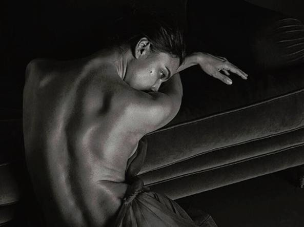 Irina Shayk nuda su GQ: ama uomini e gioielli