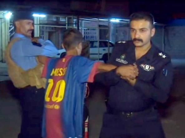 Cintura esplosiva sotto la maglia di Messi, fermato un 12enne