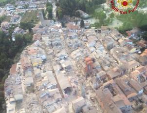 Il centro di Amatrice semidistrutto visto dall'alto