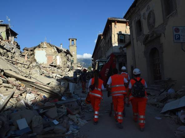 Il centro di Amatrice distrutto dal sisma (Fotogramma)