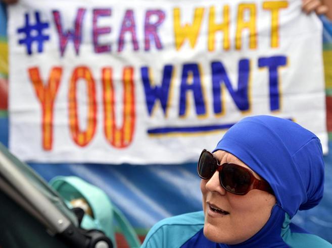 Burkini, il Consiglio di Stato francese sospende il divieto