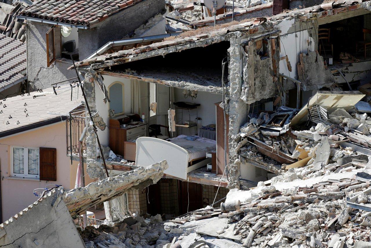 Terremoto gli interni delle case distrutte for Gli interni delle case piu belle d italia