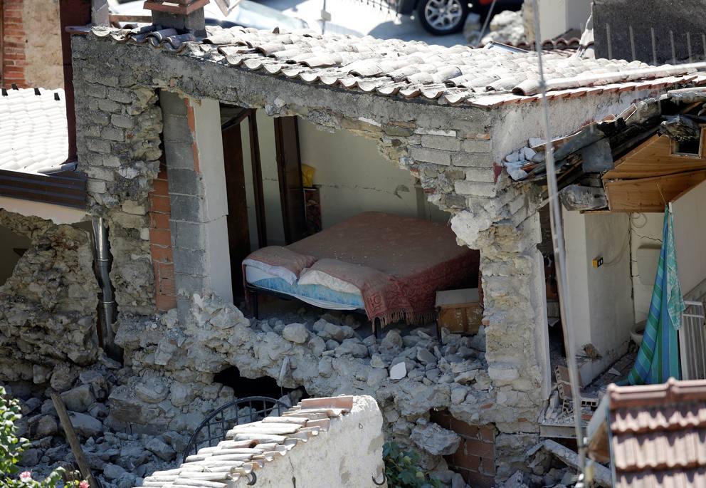 Terremoto gli interni delle case distrutte for Gli interni delle case piu belle