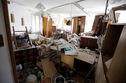 Terremoto crollate torre civica e chiese dichiarate a for Gli interni delle case piu belle