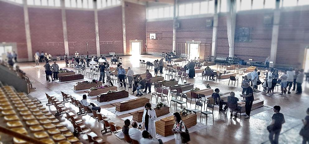 La camera ardente allestita in una palestra comunale di Ascoli Piceno in attesa dei funerali di domani (Ansa)