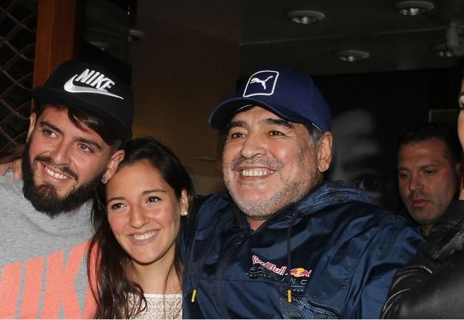 Maradona ha riconosciuto come figlia nell'occasione anche Jana, una ragazza nata anche lei da una relazione extraconiugale del fuoriclasse argentino