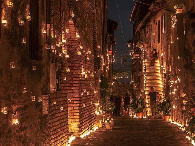 A luci spente: 100 mila candele illuminano Vallerano