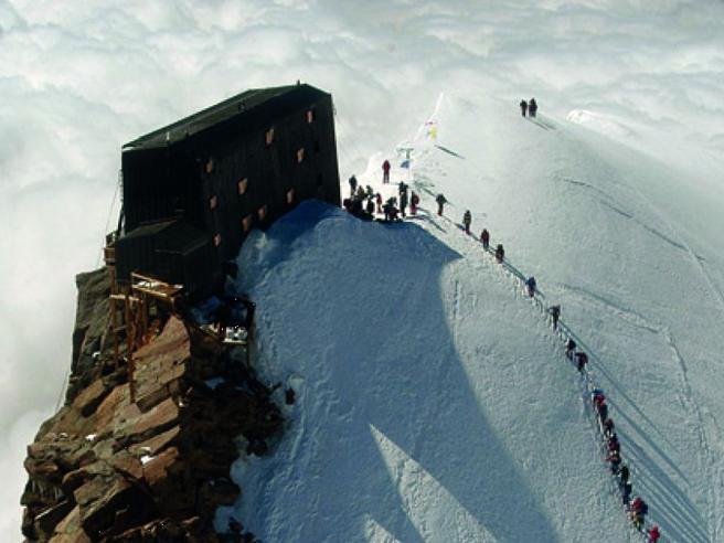 Monte Rosa, morti 3 alpinistiprecipitati dal Colle Gnifetti Salvi gli altri tre della cordata