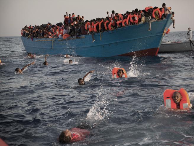 Disperanza e speranza: in 700 soccorsi  al largo della Libia Foto
