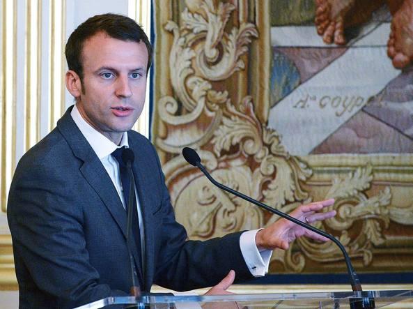 Francia, Macron punta all'Eliseo e si dimette da ministro dell'Economia