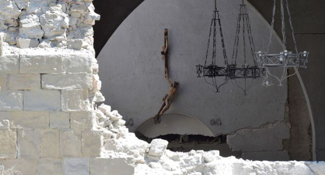 Quel che resta di una  chiesa ad Accumoli (Afp)