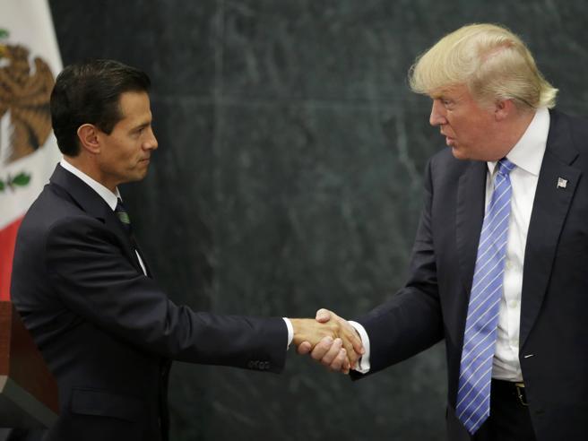 Trump vola in Messico da Pena Nieto: «Il muro? Serve anche ai messicani» Le frasi