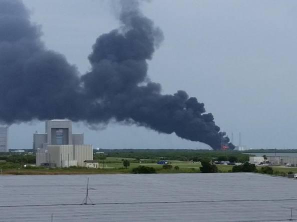 Usa, esplosione a Cape Canaveral sulla rampa di lancio del Falcon 9