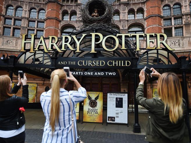 Animali fantasticie formule magicheVent'anni di Harry Potter: Le tappe del successo