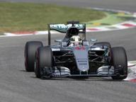 Gp, pole a Hamilton, Ferrari 2ª fila Vettel: «Mercedes di un altro pianeta»