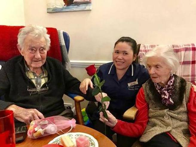 Dopo 65 anni insieme Maire e Gerry muoiono mano nella mano